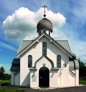 Часовня на кладбище в Московской Славянке